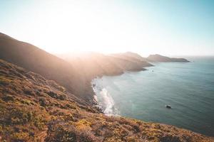 zonnig kustzeegezicht