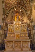 antwerpen - gesneden altaar uit zijkapel van joriskerk foto