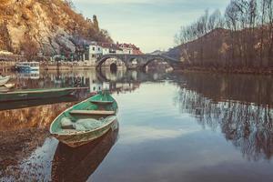 rijeka crnojevica dorp en brug?