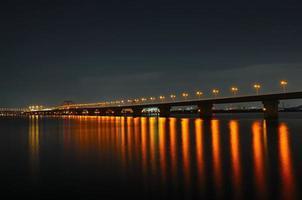 golf van snelle nachtscène foto