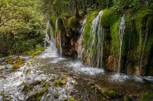 waterval in jiuzhaigou - provincie sichuan foto