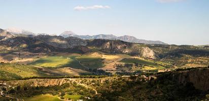 panorama van de bergen en velden ten westen van Ronda.