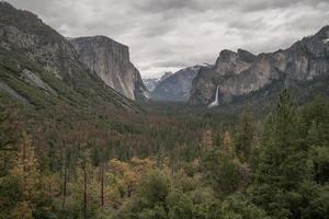 Yosemite Valley Park op een bewolkte dag