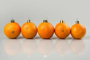 een rij mandarijnballen
