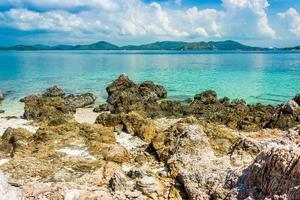 tropisch eiland gedurende de dag foto