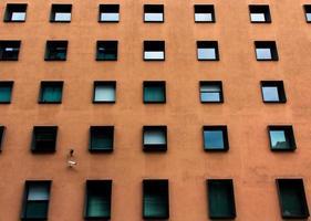 berlijn, Duitsland, 2020 - bruin appartementencomplex overdag