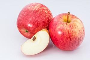 appels op witte achtergrond foto