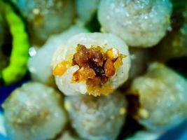 Thais dessert straatvoedsel genaamd saku sai moo foto