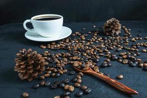 koffiekopje en gebrande koffiebonen