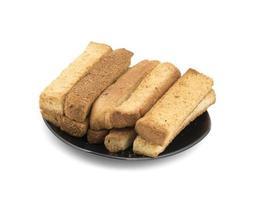 droge toaststokken op een zwarte plaat foto