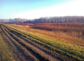 platteland modderige weg op herfst