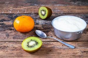 fruit en yoghurtontbijt foto