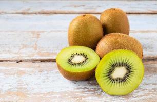 kiwi fruit gehalveerd foto