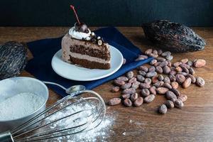 chocoladetaart met suikerglazuur foto