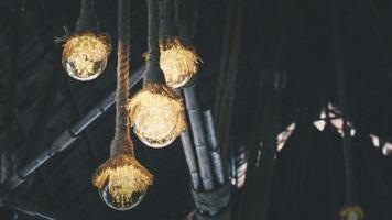 rustieke verlichte plafondlampen