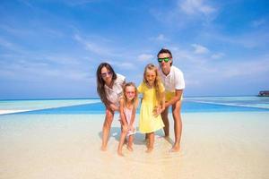 familie op een tropische vakantie