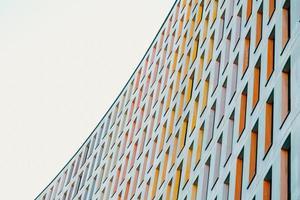 houston, texas, 2020 - kleurrijk modern gebouw gedurende de dag foto