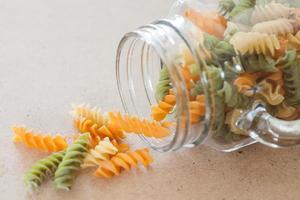 pasta in een glazen pot foto