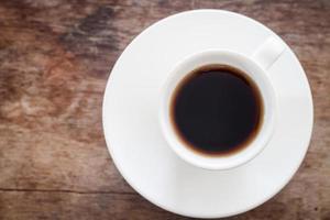 bovenaanzicht van een verse espresso op een tafel