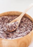 rijstkom met een lepel