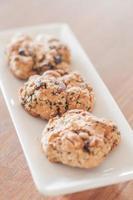 close-up van gezonde koekjes op een witte plaat