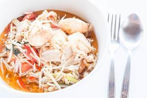 close-up van roerbak taugé soep met een lepel en een vork