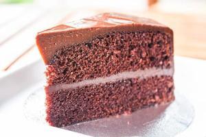 deel van chocolade chiffon cake van dichtbij foto