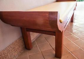 houten bank binnenshuis foto