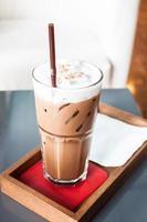 ijskoude mokka in een coffeeshop foto