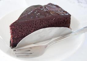 stuk donkere chocoladetaart foto