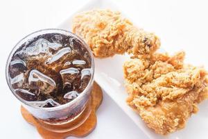 gebakken kip en frisdrank foto