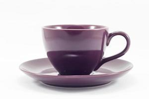 paarse koffiekopje op een witte achtergrond