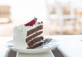 vanille en chocoladetaart met aardbei foto