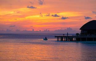 Maldiven, Zuid-Azië, 2020 - zonsondergang bij de baai foto