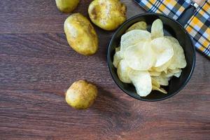zelfgemaakte aardappelchips