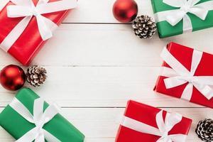 kerstmis en nieuwjaar met geschenkdozen foto