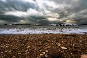 dramatische zeegezichtscène foto