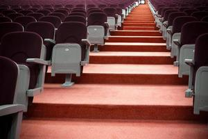 auditorium stoelen en trappen foto