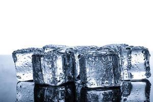 ijsblokjes met waterdruppels