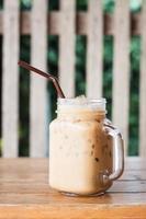 glazen pot met ijskoffie foto