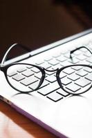 bril op een laptop