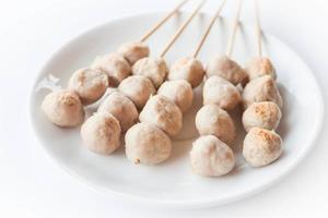 bord met gehaktballen van varkensvlees