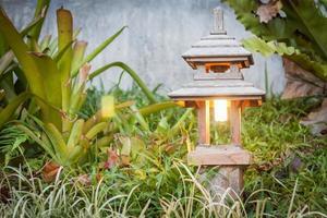 lamp ingericht in een tuin foto