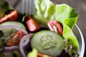 close-up van verse groentesalade foto