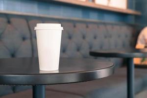 koffiekopje met kopie ruimte op een tafel foto