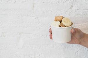 zelfgemaakt ijs in beker foto