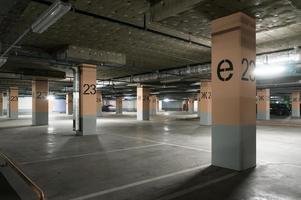 ondergrondse garage - parkeerplaats foto