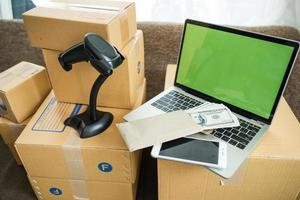 streepjescodemachine met doos voor online zaken foto