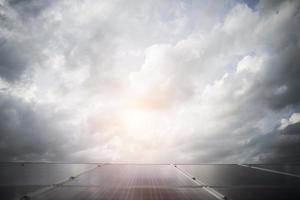 zonnecel op felle zon achtergrond