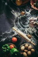 plat leggen van pizza bakken met ingrediënten foto